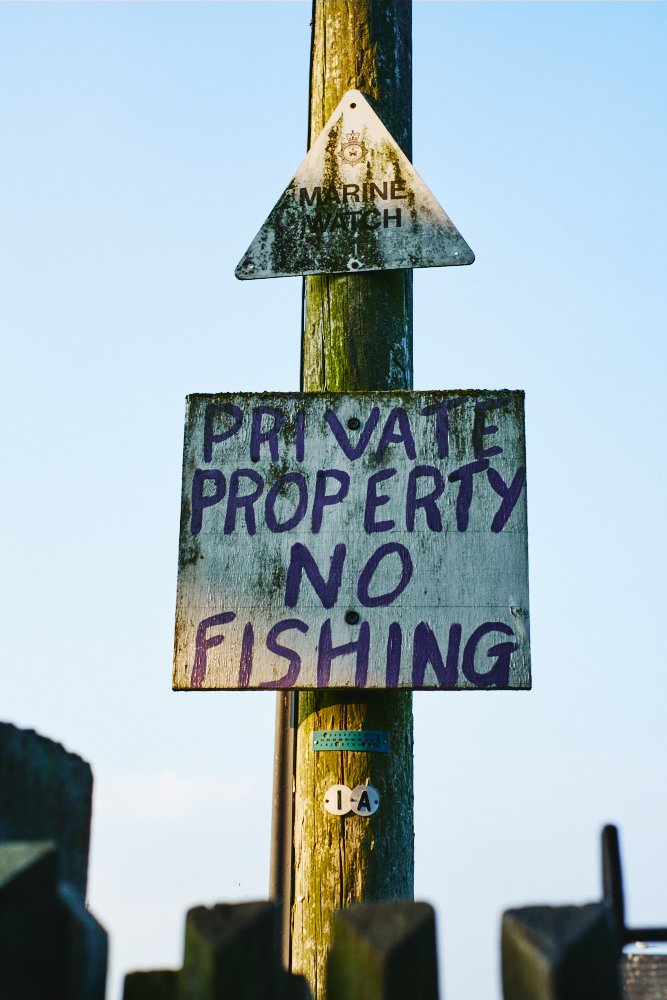 'no fishing' sign