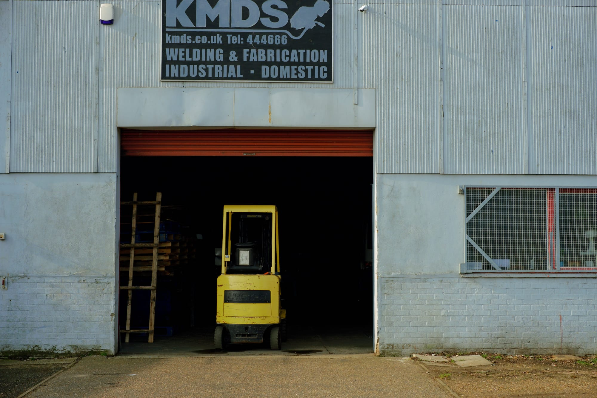 forklift truck in the entrance to KMDS