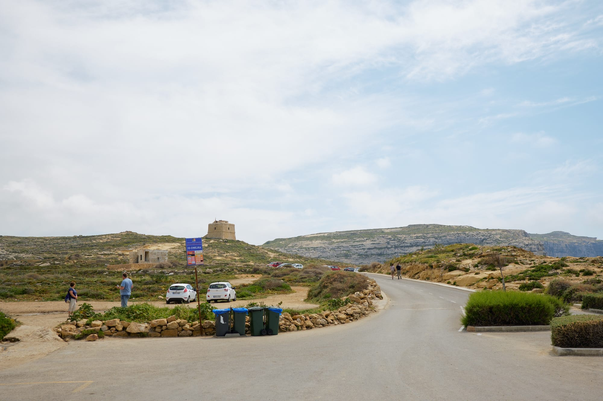 road leading into Dwejra